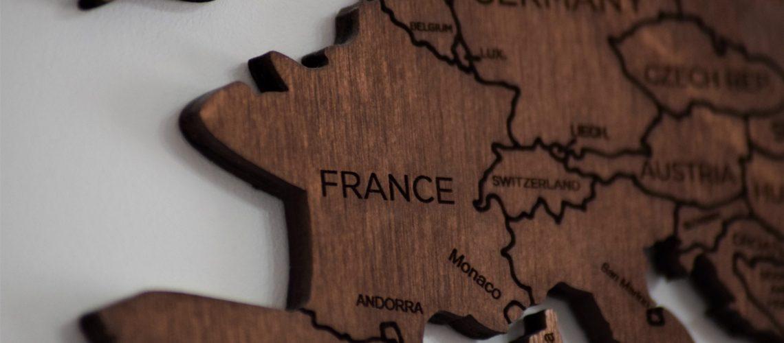 Parler anglais au travail: les particularités françaises